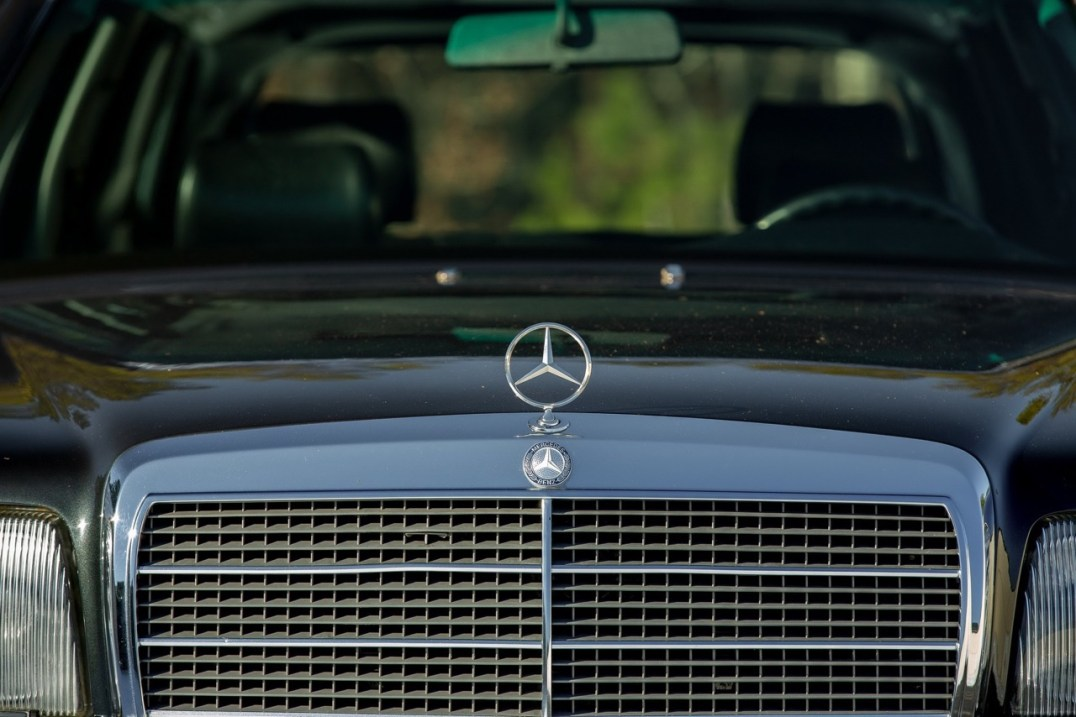 DLEDMV 2021 - Mercedes 560 TEL break RM Sotheby's - 002
