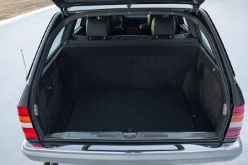 DLEDMV 2021 - Mercedes 560 TEL break RM Sotheby's - 011
