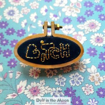 Broche Bitch d'or