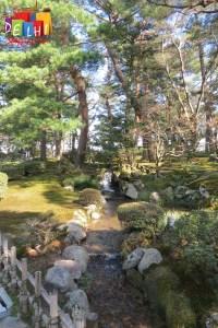 Kenrokuen garden stream