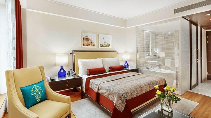 Deluxe room at the Oberoi Hotel, New Delhi