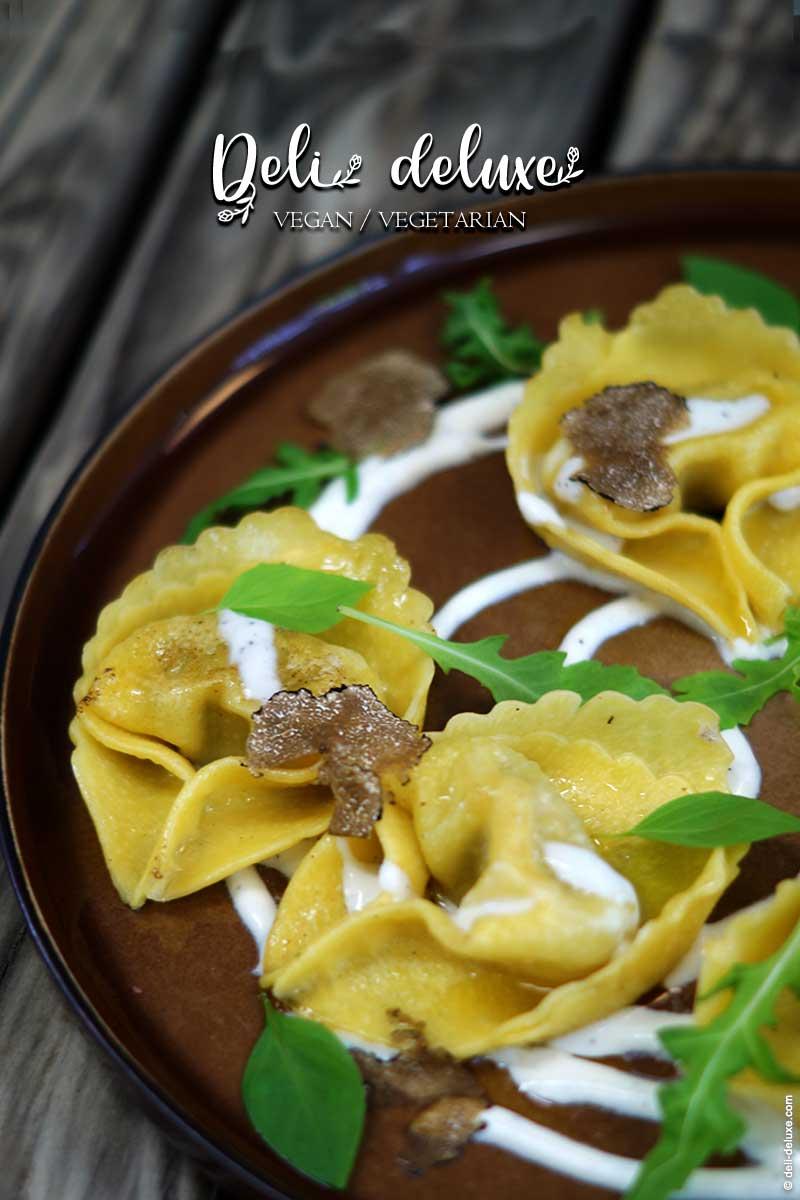 Tortelloni mit Trüffel-Füllung serviert auf Burrata-Creme 🥕