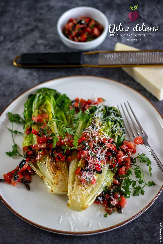 gegrillter Romana mit Tomaten-Oliven-Salsa 🥕*