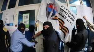 V pondělí 28. dubna 2014 zaútočila skupina 300 prosurkých militantů na pobočku Privatbank, vlastněné židovským oligarchou Ihorem Kolomojským