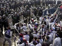 Stávka dělníků v automobilce Hyundai Nošovice (oprava, stávka dělníků v korejské automobilce Daewoo, 2001)