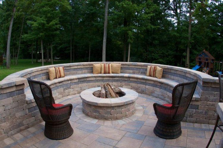 Curved Cinder Block Fire Pit Design