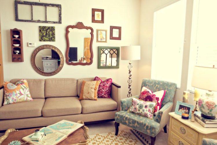 Hang mirror in apartement