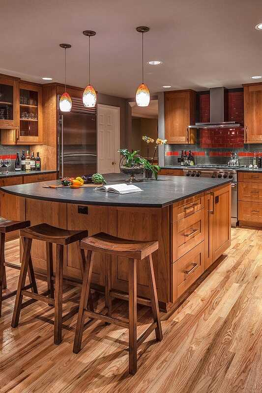 traditional kitchen brown cabinet black countertop - backsplash with oak cabinets and dark countertops