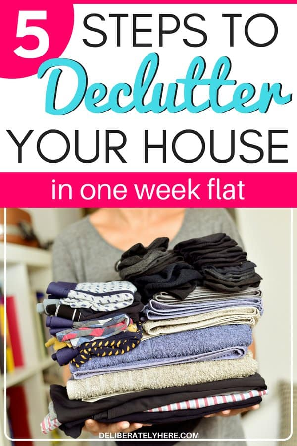 5 steps to declutter your house in one week flat. Kick the clutter and organize your home. Make money from your clutter while you're at it - organize your house, clean your home, and declutter your house. Decluttering doesn't have to be confusing! Achieve a clutter free home in just five days. Stop living in your clutter and start finding minimalism. Declutter your home easily with this handy decluttering tips and tricks.