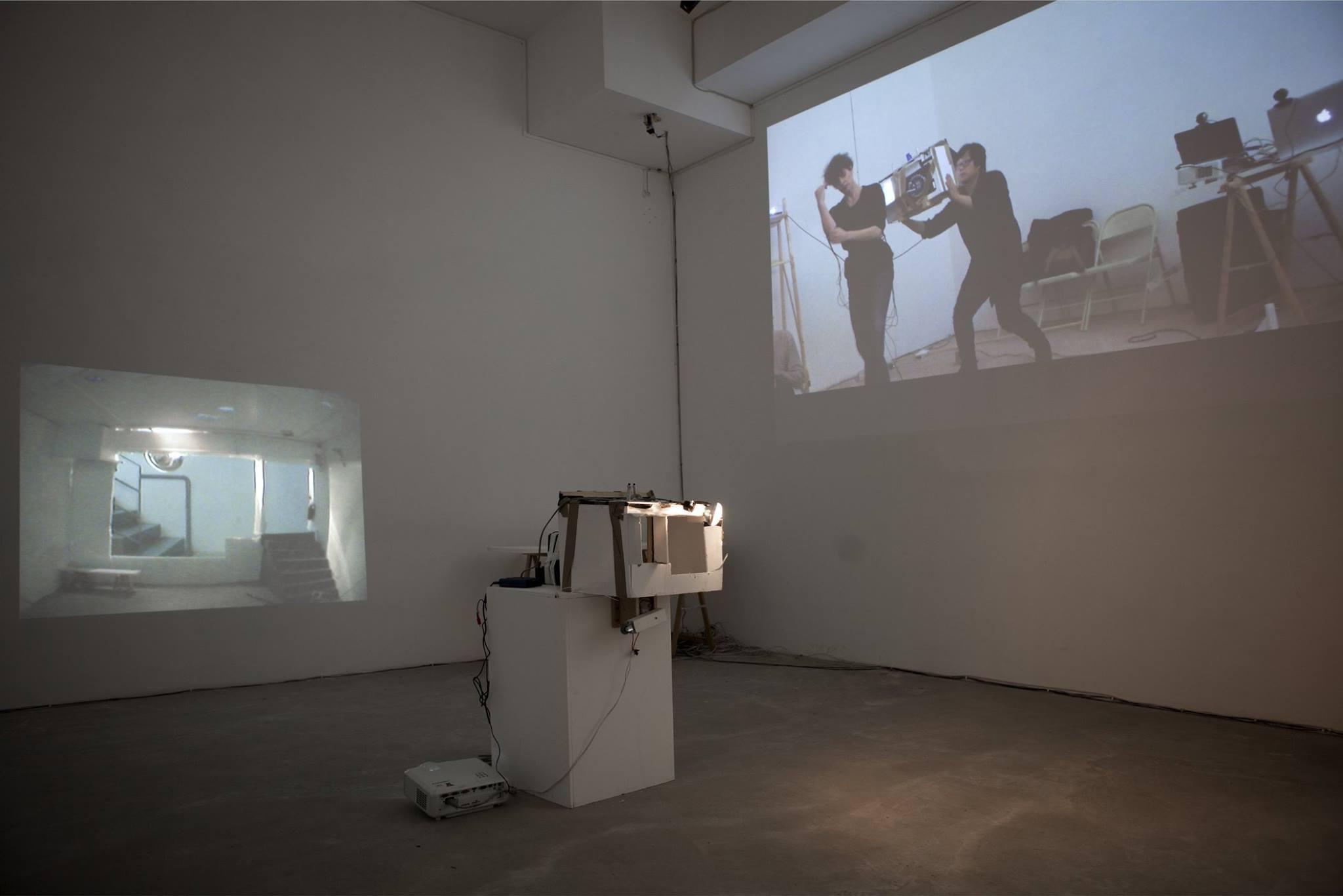 "Je-Hyun Shin, ""Streaming Dance"" (2016), vue d'installation © ENSPAC YGREC"