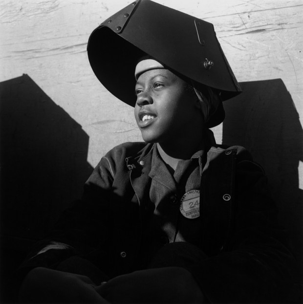 Dorothea Lange, Ouvrier de chantier naval, Richmond, Californie, 1943