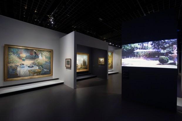 """Vue de l'exposition """"Jardins"""". Scénographie Laurence Fontaine © Rmn-Grand Palais / Photo Didier Plowy"""