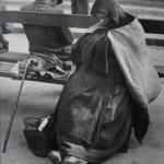 Brassaï - Les Halles - Dormeurs au petit matin - Paris 1932