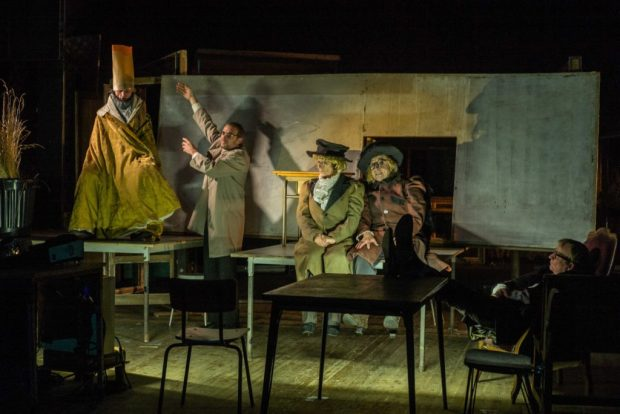 Item, théâtre du Radeau, ms François Tanguy ©Jean-Pierre-Estournet