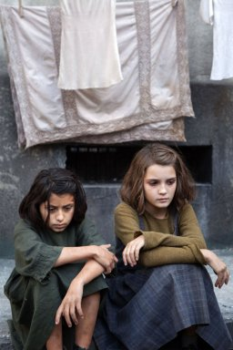 L'Amie prodigieuse (épisode1): Ludovica Nasti (Lila), Elisa Del Genio (Elena)
