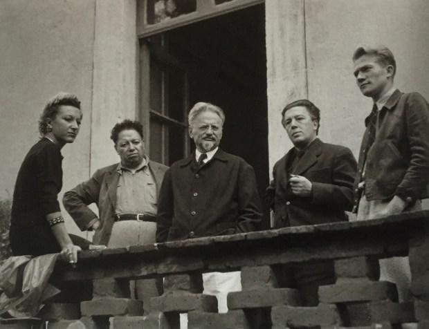 Jacqueline Lamba, Diego Rivera, Trotsky, André Breton et un garde du corps de Trotsky, photographiés par Manuel Álvarez Bravo