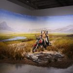 """Vue de l'exposition """"Dioramas"""", Palais de Tokyo. Kent Monkman, Bête noire, 2014. Acrylique sur toile, matériaux divers. Courtesy de l'artiste. Photo Aurélien Mole"""