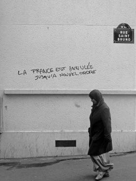 La France est annulée jusqu'à nouvel ordre (Rue Saint Bruno, La Goutte d'Or, Paris). Photo Sébastien Rutés