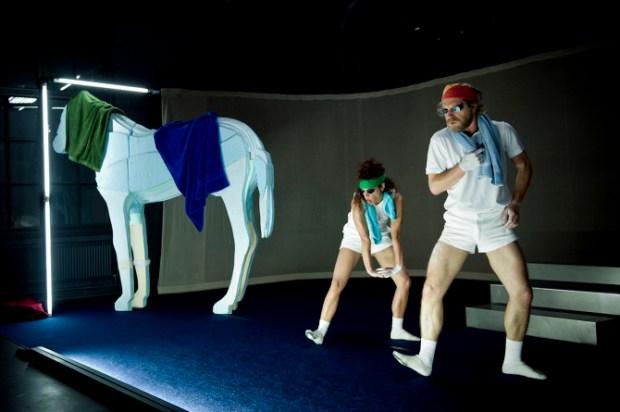 """Le spectacle """"Jaguar"""" de Marlene Monteiro Freitas, en duo avec Andreas Merk ©Uupi Tirronen. Un article de Marie-Christine Vernay dans délibéré"""