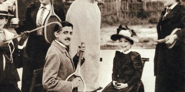 Marcel Proust aux pieds de Jeanne Pouquet au tennis du Boulevard Bineau à Neuilly en 1892