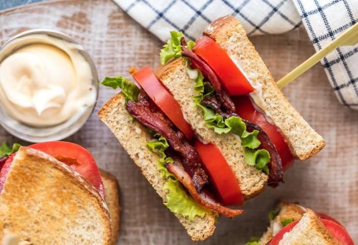 blt σάντουιτς με μαγιονέζα