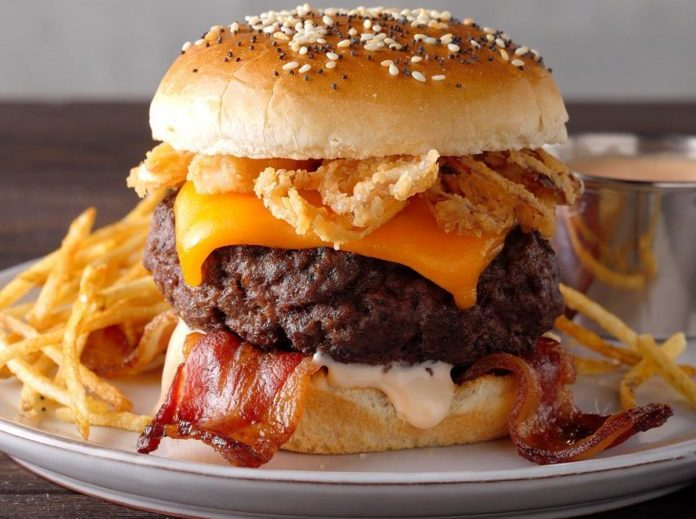 Bacon Cheeseburger με Fry Sauce
