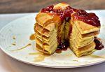 Bana pancakes with jam