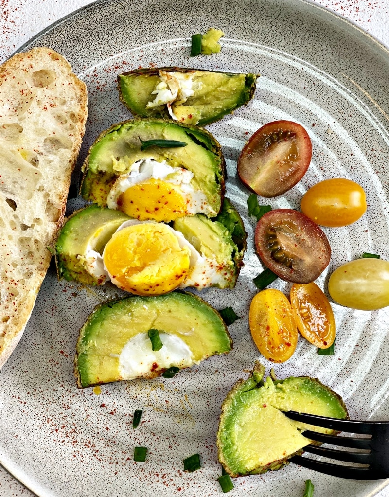 Baked avocado withe eggs