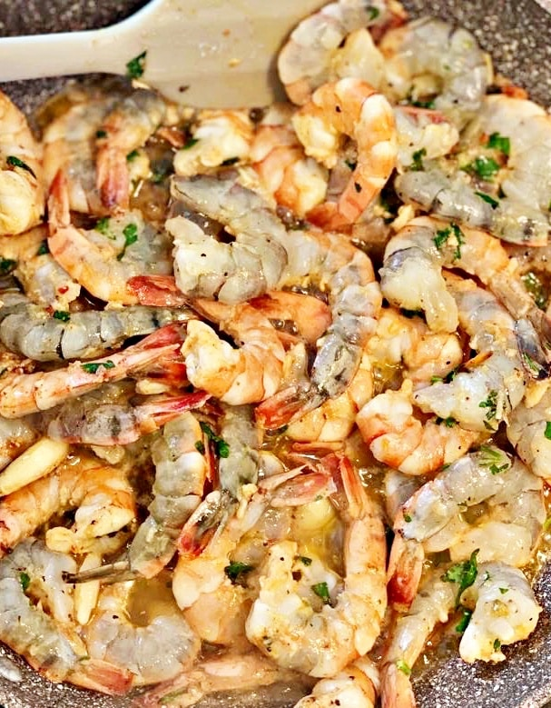 Grilled shrimps in butter and garlic