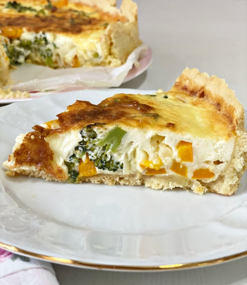 vegetarian creamy broccoli quiche
