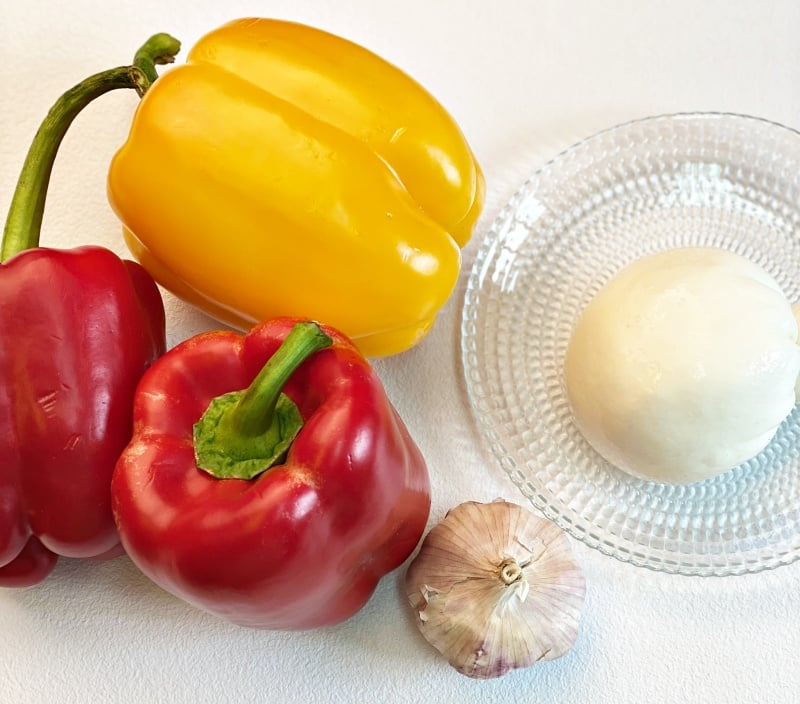 Burrata cheese and bell peppers ingredients