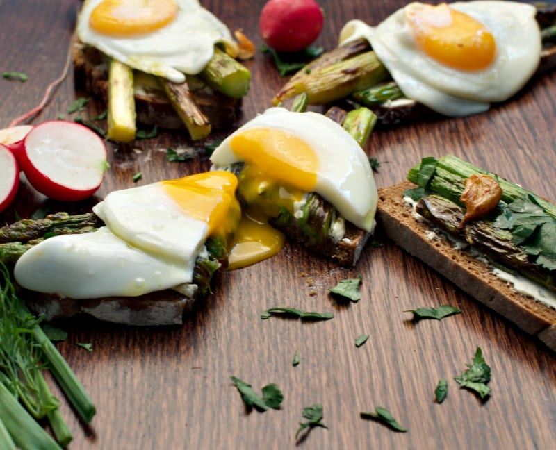 Asparagus eggs on toast