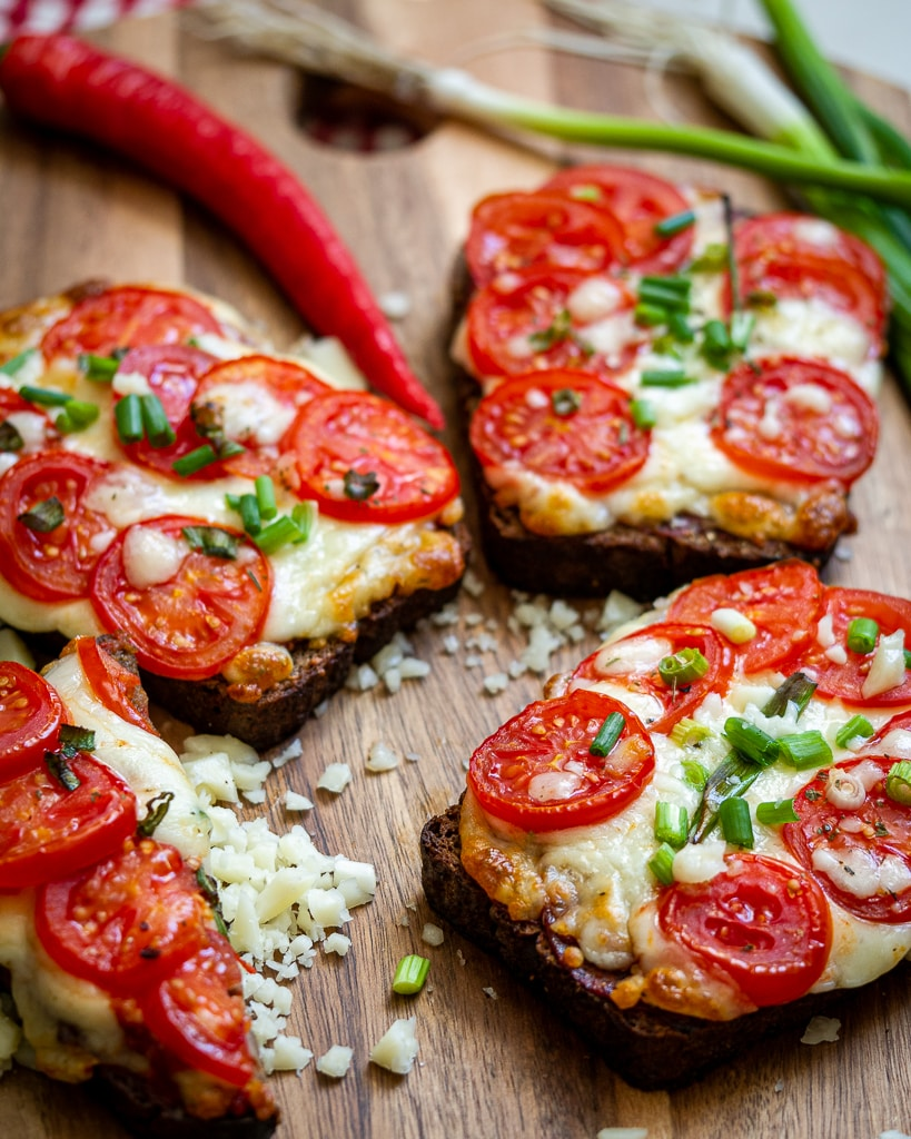 baked caprese toast