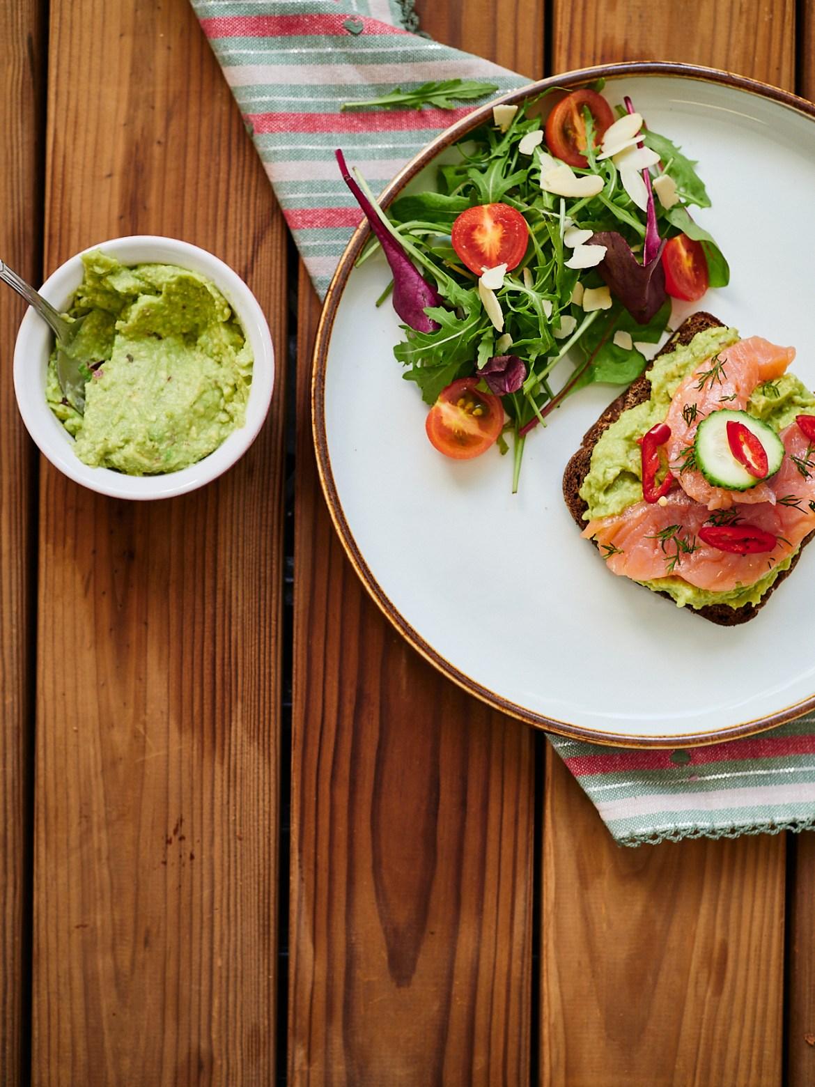 avocado salmon sandwich