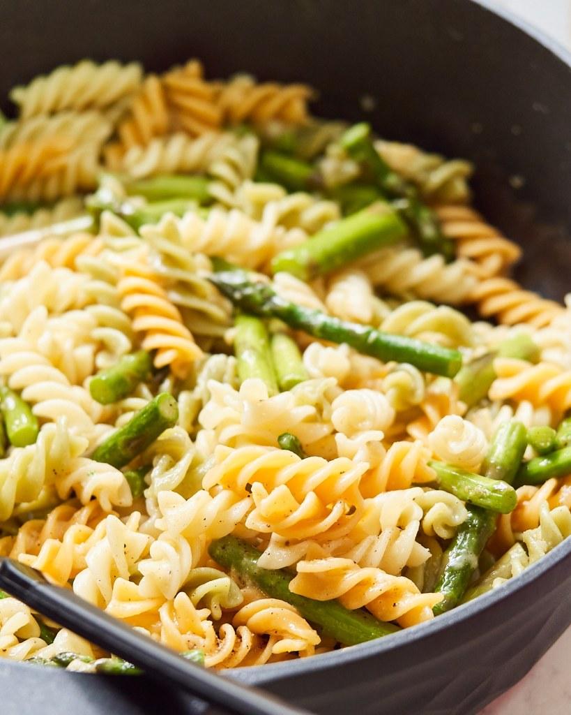 Lemon Garlic Asparagus Pasta