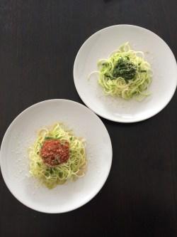 Spaghetti courgette pesto tomates