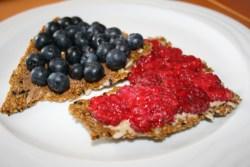 Crackers beurre amande framboises myrtilles - IMG_2269