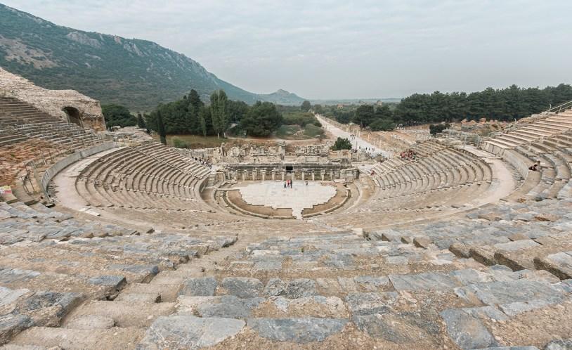 Ruinas de um teatro grego em Efeso, cidade da antiguidade em Kusadasi.