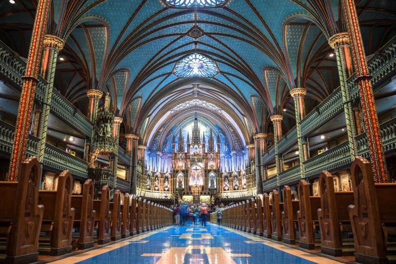 O belíssimo interior da Basílica de Notre-Dame