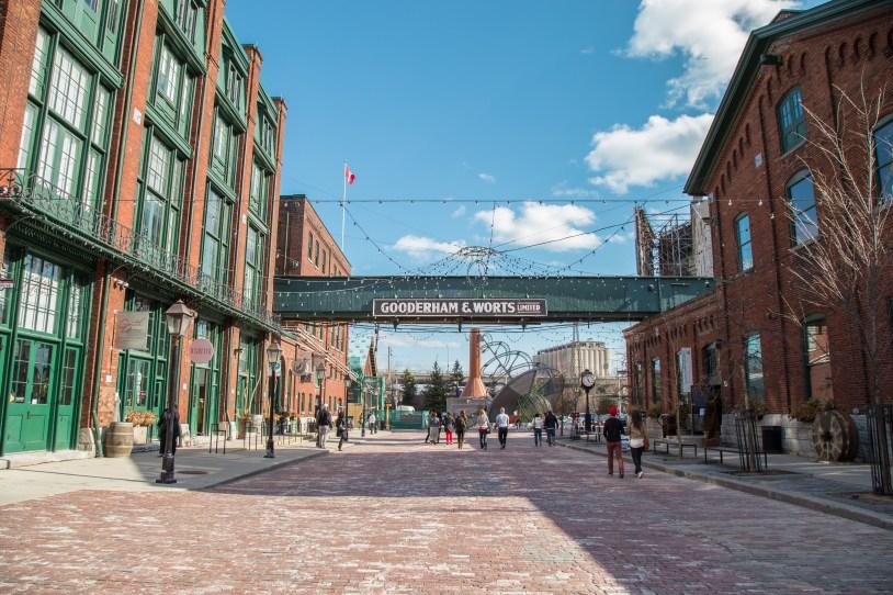 Os galpões do Distillery District abrigam lojas, galerias e restaurantes