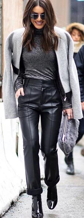 Camila Coelho usa calca de couro neste inverno