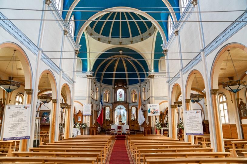 Interior da Iglesia del Sagrado Corazon, igreja de arquitetura alemã no centro de Puerto Varas, no Chile