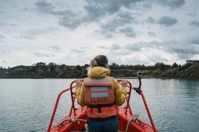 Passeio de lancha pelo lago Llanquihue, em Puerto Varas, na regiao dos lagos do Chile