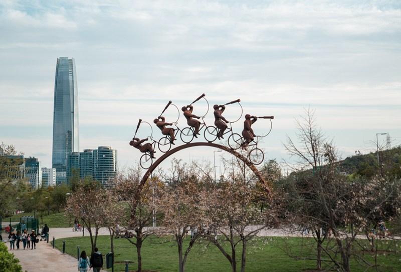 A vista a partir do Parque Bicentenário, que é repleto de esculturas