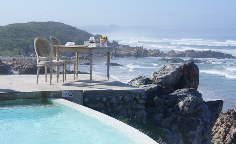Piscina externa com vista panoramica do Birkenhead House, em Hermanus, na Africa do Sul