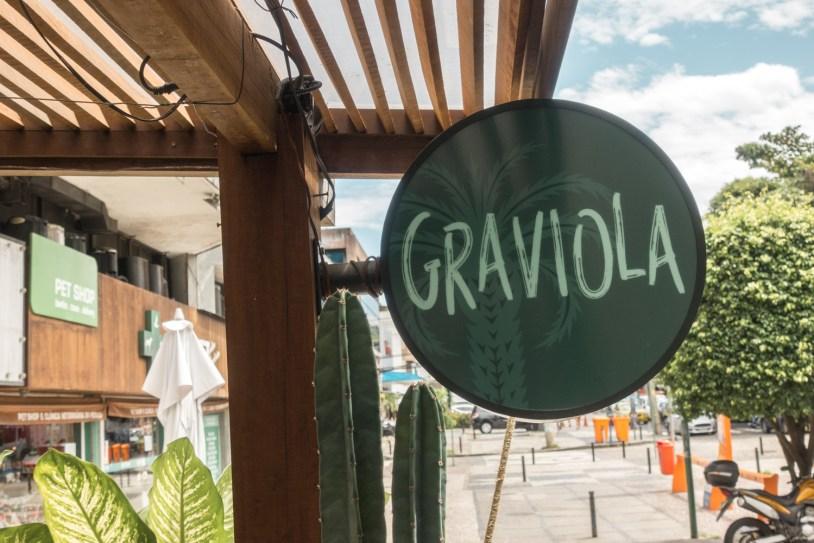 Placa fachada do restaurante saudavel Casa Graviola, no Rio de Janeiro. Por Delicia de Blog.