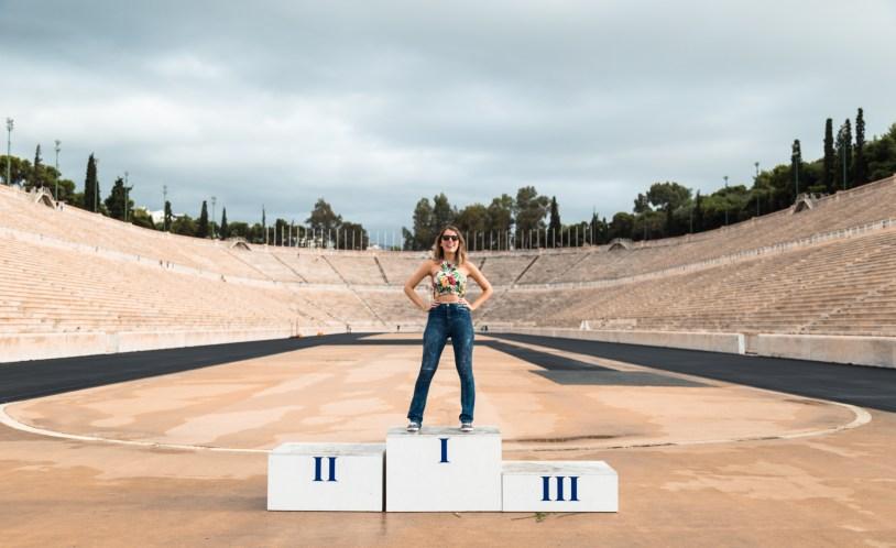 Raira Venturieri no Estadio Paratenaico, em Atenas, Grecia. Por Delicia de Blog.