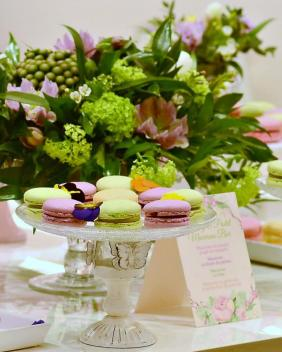 Greenery & Pastels Macarons Bar
