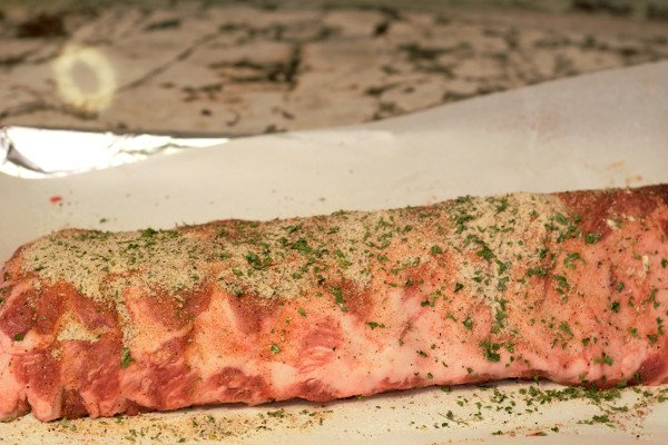 Season the ribs on both sides with dry seasoning.