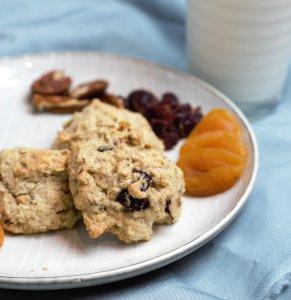 cookiesonagrayplatewithdriedfruit